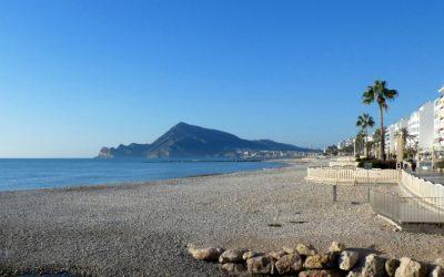 La playa de l'Espigó de Altea estrena Bandera Azul